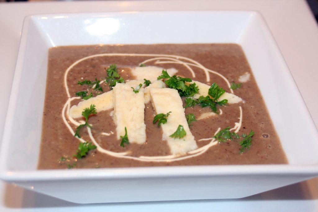 zupa krem grzybowa z kluskami francuskimi