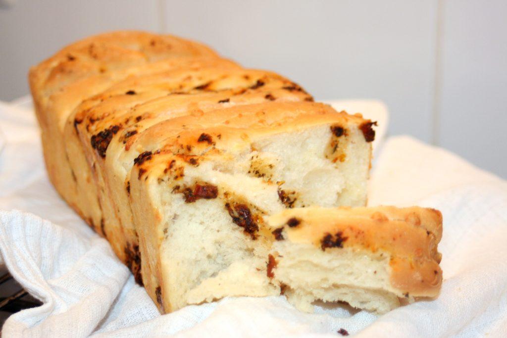 chlebek urywany, serowo-ziołowy