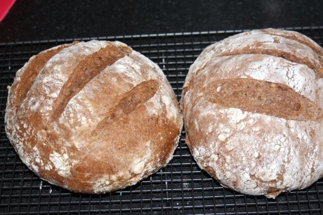 pełnoziarnisty chleb orzechowy