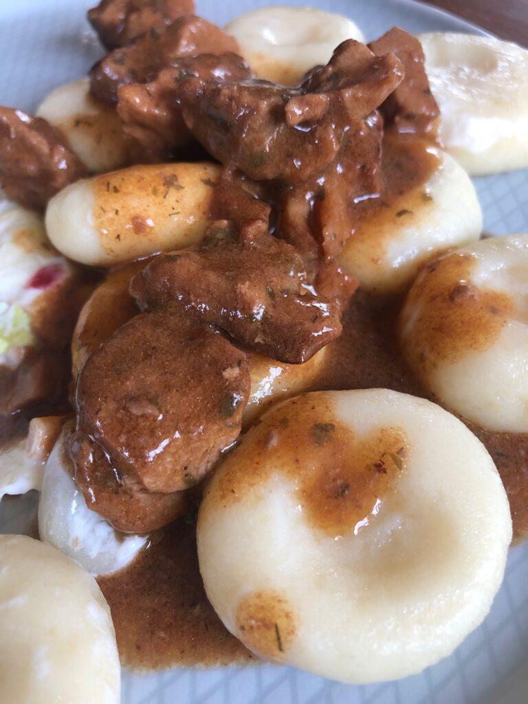 kluski śląskie – pyszny dodatek do pieczeni i gulaszu