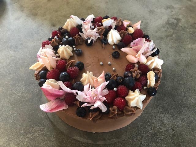 tort czekoladowy z bezą migdałową